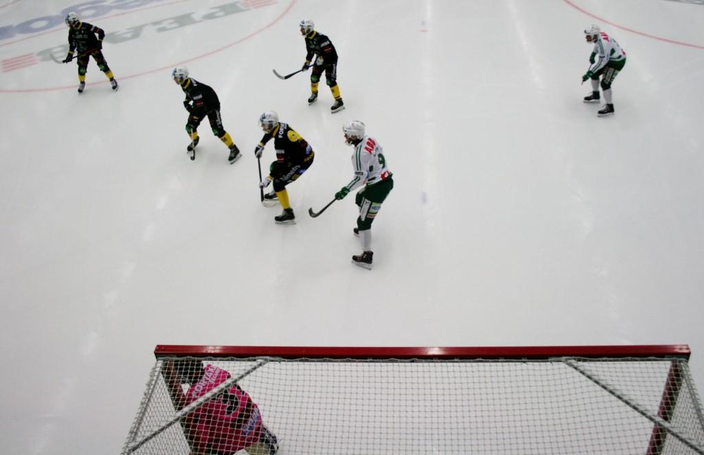 Svenska Cupen 2015 9 Jonas Nilsson, Västerås SK, tremålsskytt mot Broberg Söderhamn - men ett var misstänkt offside... Västerås klara för semifinal senare på lördag kväll